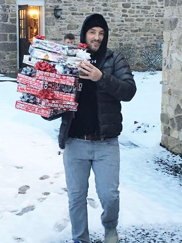 ben-delivers-presents